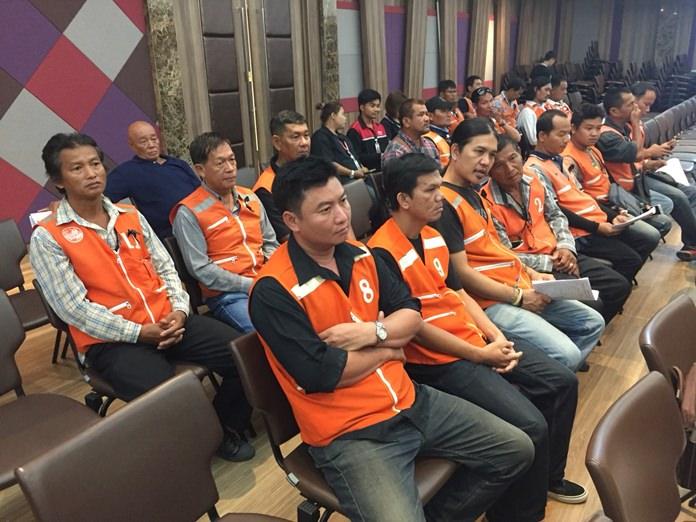 พลังประชาชนที่ประกอบการชีพด้านการให้บริการขนส่งสาธารณะทั้งกลุ่มรถจักรยานยนต์รับจ้าง กลุ่มรถสองแถวโดยสาร รวมถึงกลุ่มรถแท็กซี่ รวมถึงเจ้าหน้าที่ที่เกี่ยวข้องเข้าร่วม