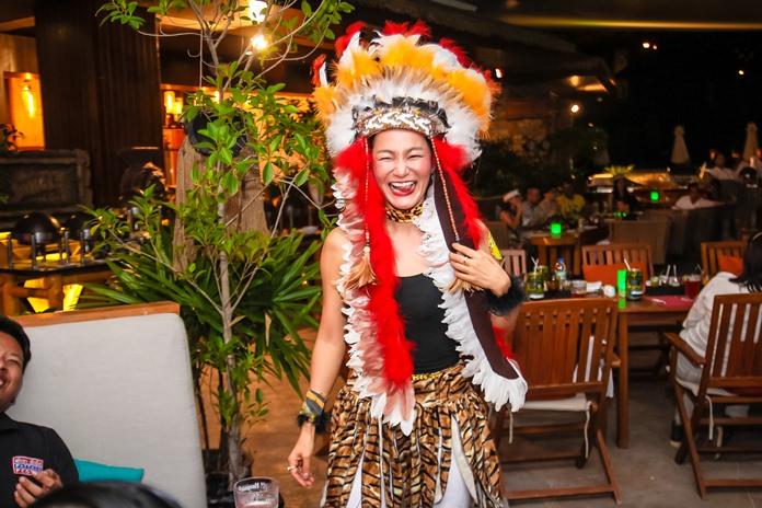 คุณปู อุมาพร รชตวัฒนกุล จากรายการ สยามปาร์ตี้ ได้รับรางวัลแต่งกายยอดเยี่ยมฝ่ายหญิง