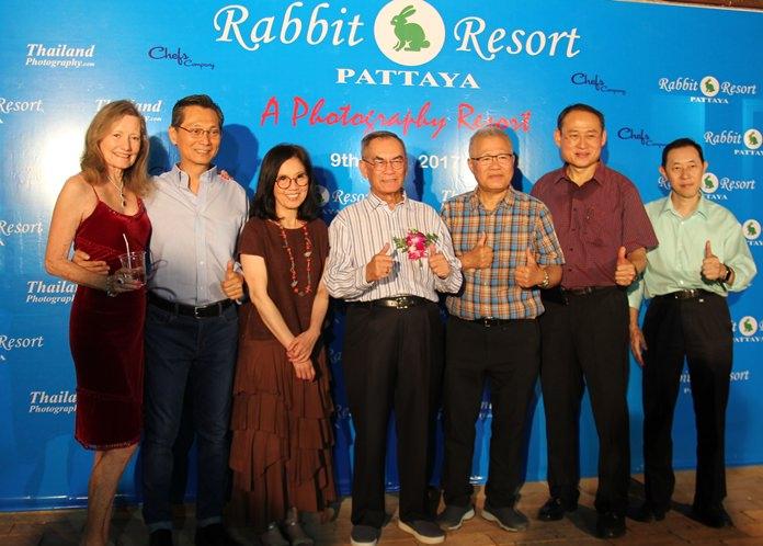 พณฯปองพล  อดิเรกสาร ศิลปินถ่ายภาพสัตว์ป่ามือ 1 ของประเทศไทย และ อดีตรองนายกรับมนตรี เป็นประธานเปิดนิทรรศการประมูลภาพถ่ายจากช่างภาพระดับประเทศ โดยในงานมีแขกผู้มีเกียรติเข้าร่วมมากมาย