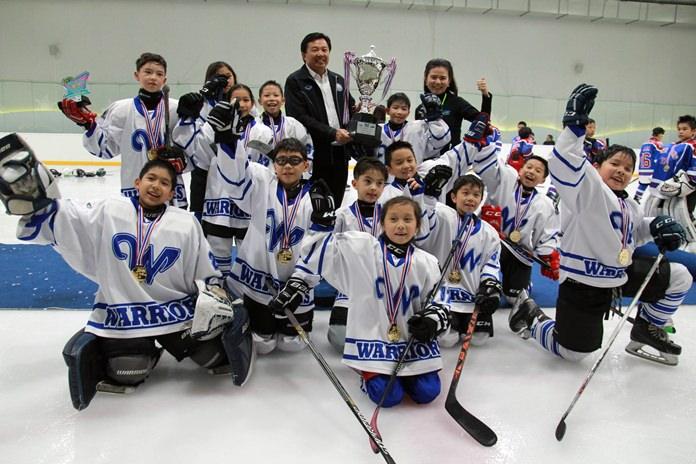 นายวิทยา คุณปลื้ม นายกสมาคมกีฬาจังหวัดชลบุรี เป็นประธานมอบรางวัลการแข่งขัน ในรุ่นอายุไม่เกิน 10 ปี ทีม Bangkok Warriors ที่เอาชนะทีม HK Typhoons Selects ไป 3 ควอเตอร์รวด ด้วยสกอร์  4-2  8-3 และ 10-4   เป็นตัวแทนจังหวัดชลบุรี สร้างชื่อเสียงแก่ประเทศต่อไป