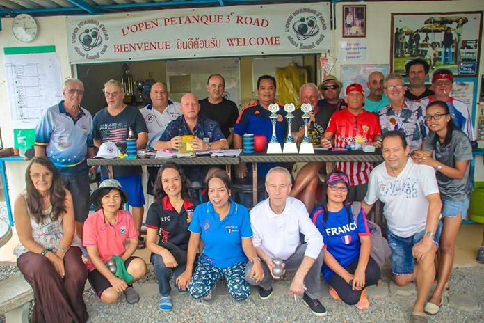 นายสมญา บุญพันธ์ ประธานชมรมเปตองไทย-ฝรั่งเศส  เป็นประธานกล่าวเปิดการแข่งขันเปตองการกุศลรำลึกถึง Mr.Avenin  Daniel ซึ่งเป็นสมาชิกชมรมฯ ที่เสียชีวิตลงที่ประเทศฝรั่งเศส