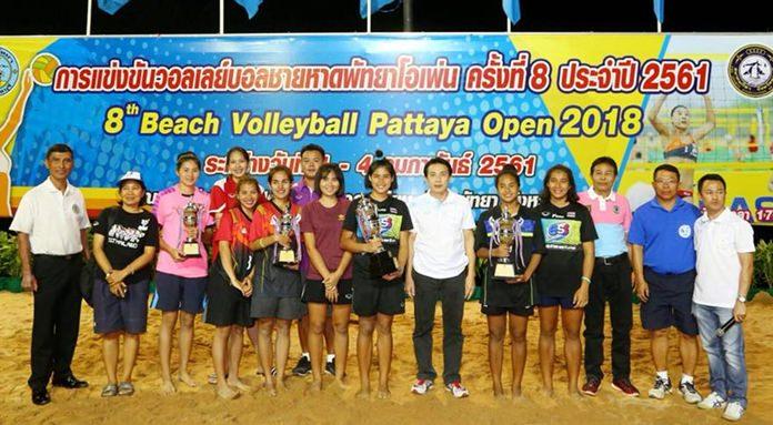นายเสรี จำปาเงิน ผู้อำนวยการส่วนพัฒนาการท่องเที่ยวและกีฬา เมืองพัทยาเป็นประธานพิธี มอบรางวัล ให้แก่ทีมผู้ชนะอันดับที่ 1 ได้แก่ ทีม Rs. สปอร์ต อันดับ 2 ทีมเกษตรศาสตร์ และอันดับ 3 ทีมมาดามไทย 1