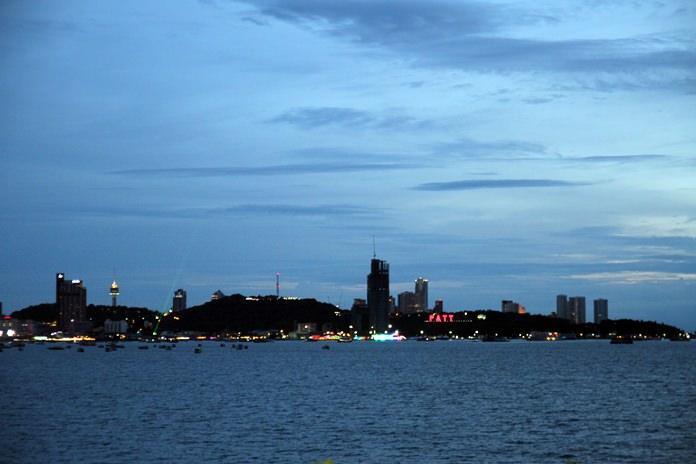 นักท่องเที่ยวร้องเรียนป้ายไฟ Pattaya  city ติดไม่ครบ หวั่นเสียภาพลักษณ์เมืองท่องเที่ยวระดับโลก