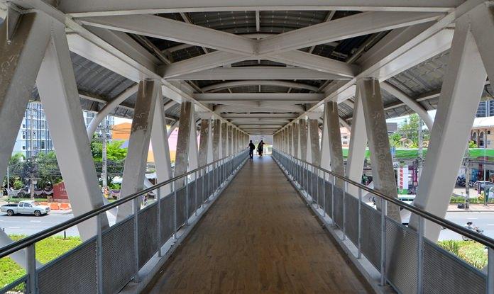 สะพานลอยข้ามแยกพัทยาอุโมงค์