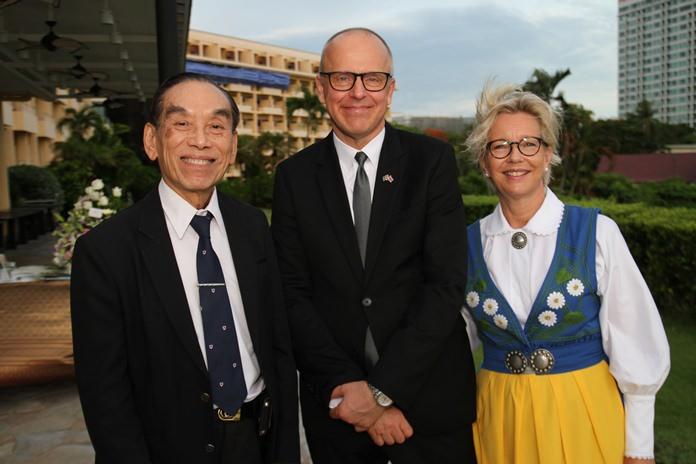 2. MR.Staffan  Herrstrom  เอกอัครราชทูตสวีเดน ประจำประเทศไทยที่พัทยา พร้อม Mis.Karin  Herrstrom ภริยา