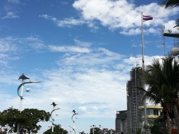 ฝ่ายป้องกันภัยพิบัติ ทางทะเลเมืองพัทยา ดำเนินการเปลี่ยนธงชาติไทย ที่ชำรุดทรุดโทรม ตามที่เป็นข่าวมาก่อนหน้านี้ เพื่อความน่าเชื่อถือขององค์กร