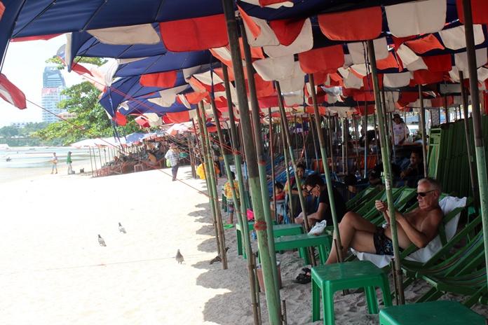 ดีเดย์ 21 มิถุนายน 60 ผู้ประกอบการร่มเตียงชาดหาดพัทยาต้องเคลื่อนย้ายของออกจากชายหาด