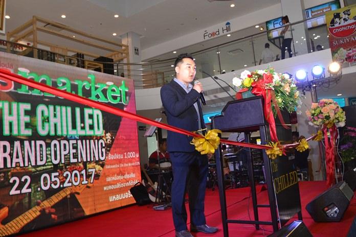 คุณพีระโรจน์ โล่ชัยสกุล Managing Director of the Chilled Noung Prue   กล่าวตอนรับการเปิด The Chilled plaza และขอบคุณผู้เข้าร่วมแสดงความยินดี