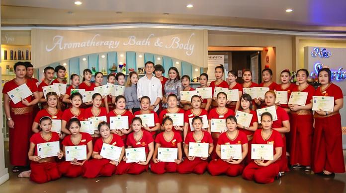 พิธี มอบประกาศนียบัตรแก่ผู้สำเร็จหลักสูตรนวดแผนไทย (150 ชั่วโมง) จำนวน  70 คน ที่โรงแรม นิว ซีวิว รีสอรท์ แอนสปา