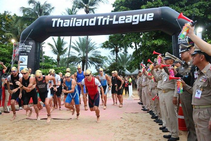 นางกอบกาญจน์ วัฒนวรางกูร รัฐมนตรีว่าการกระทรวงการท่องเที่ยวและกีฬา นายภัครธรณ์ เทียนไชย ผู้ว่าราชการจังหวัดชลบุรี นายยุทธศักดิ์ สุภสร ผู้ว่าการการท่องเที่ยวแห่งประเทศไทย พลตำรวจตรีอนันต์ เจริญชาศรี นายกเมืองพัทยา และภาคส่วนเกี่ยวข้อง ร่วมกันปล่อยตัวนักกีฬา