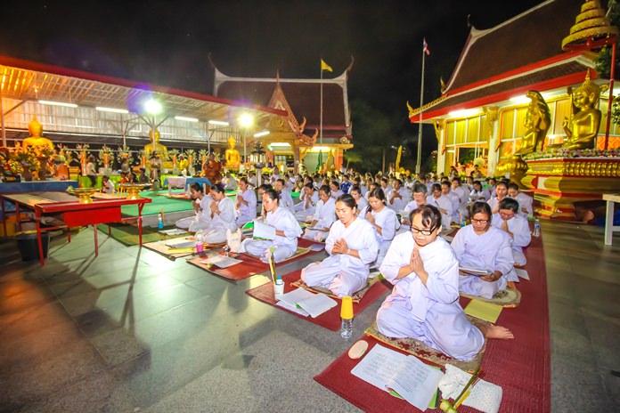 เหล่าประชาชนไทย-ต่างชาติ มาเวียนเทียนวันอาสาฬหบูชา สำนักปฎิบัติธรรมเขาพระใหญ่ กันอย่างหนาแน่น
