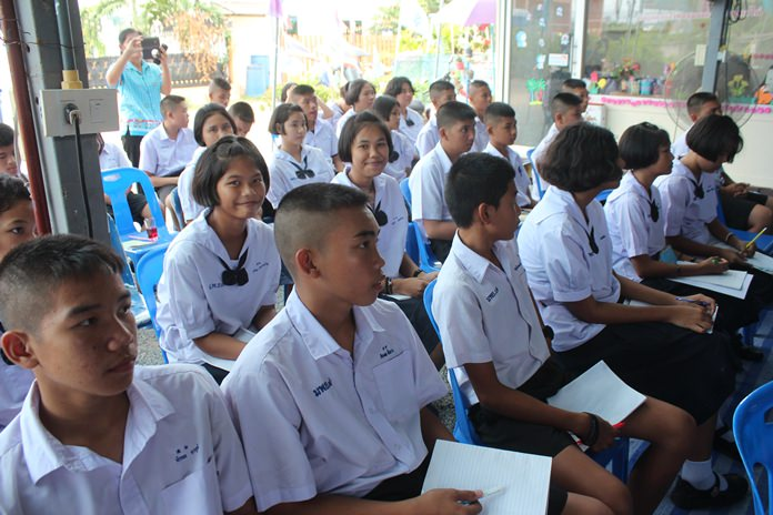 ชุมชนซอยกอไผ่ อบรมแก้ไขปัญหายาเสพติดและอบายมุข แก่นักเรียนโรงเรียนเมืองพัทยา 7