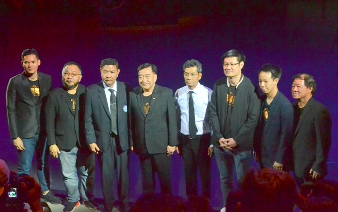 นายภวัต เลิศมุกดา รองผู้ว่าราชการจังหวัดชลบุรี เป็นประธานในการเปิดกิจกรรม  นำเด็กและผู้สูงอายุ จาก 15 องค์กร กว่า 1,000 คน เข้าชมการแสดง ระบบ 4 มิติ ของ KAAN Show รอบพิเศษ  พร้อมด้วยผู้บริหาร บริษัท ปัญจลักษณ์พาสุข จำกัด ให้การตอนรับ