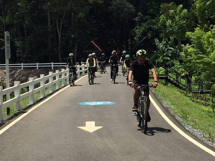 ปั่นเส้นทางท่องเที่ยวด้วยจักรยาน ในสวนป่าแห่งรัก ผ่านเส้นทางเรียบสระบัว รวมระยะทาง 1,300 เมตร