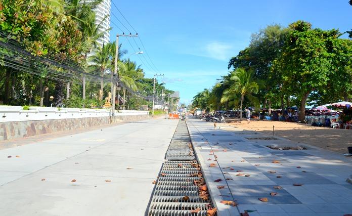 โครงการปรับพื้นที่ถนนบริเวณหาดดงตาล จอมเทียน ระยะแรก 250 เมตร โดยการดำเนินการความคืบหน้า 70 เปอร์เซ็นต์ คาดว่าจะแล้วเสร็จตามกำหนดในเดือนมกราคม 2561