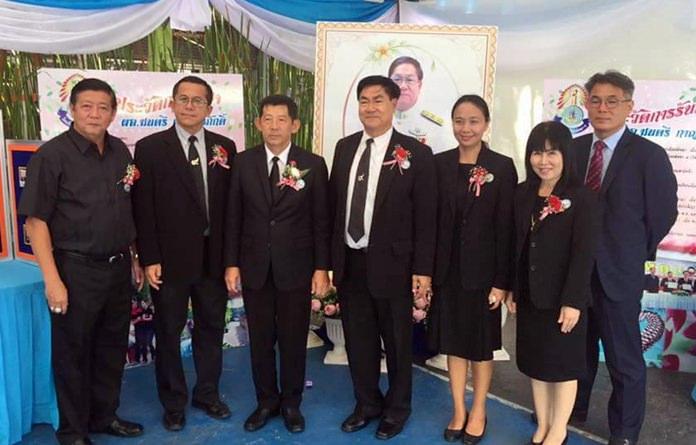 """พล.ต.ต.อนันต์ เจริญชาศรี นายกเมืองพัทยา เป็นประธานในพิธีเปิดงานวิชาการ """"66 ปี การศึกษาเมืองพัทยา 5 ก้าวสู่ Thailand 4.0"""" โดยมีนายมนตรี กาญจนภักดิ์ ผู้อำนวยการสถานศึกษาโรงเรียนเมืองพัทยา 5 (บ้านเนินพัทธยาเหนือ) ให้การต้อนรับพร้อมด้วยคณะครูและนักเรียน โดยในงานยังมีแขกผู้มีเกียรติบรรดาข้าราชการนักการเมืองท้องถื่น ร่วมเป็นเกียรติในพิธี และร่วมเยี่ยมชมกิจกรรมต่างๆ ภายในโรงเรียน"""