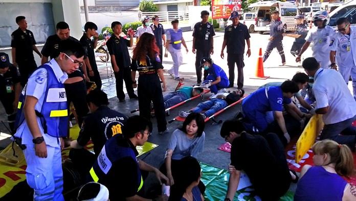 การจำลองสถานการณ์ กรณีมีผู้ได้รับบาดเจ็บ จากอุบัติเหตุรถบรรทุกเชื้อเพลิงชนกับรถตู้โดยสาร