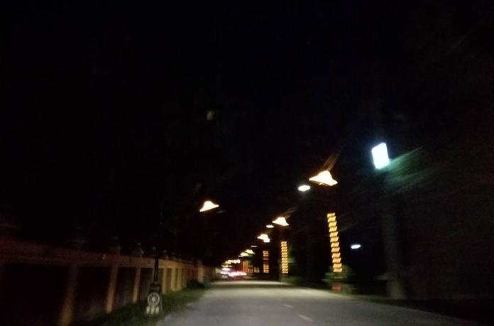 ไฟฟ้าส่องสว่างถนนพัฒนาการฝั่งซ้าย ตั้งแต่ช่วงบริเวณ ปากทางเข้าสายทุ่งกลมตาลหมัน ยาวมาจนถึงช่วงบริเวณวัดเขาเสาธงทอง เกิดไฟฟ้าส่องสว่างติดๆดับๆ สลับไปมา