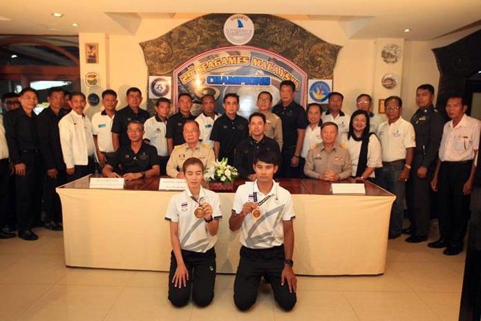 """เมืองพัทยาและ สมาคมวินด์เซิร์ฟแห่งประเทศไทย แถลงข่าวฉลองความสำเร็จกับ 2 นักวินด์เซิร์ฟไทย ดาว ศิริพร"""" และ """"โอ๊ต ณัฐพงษ์"""" ที่คว้าชัยซีเกมส์ ครั้งที่ 29 ที่สาธารณรัฐมาเลเซีย"""