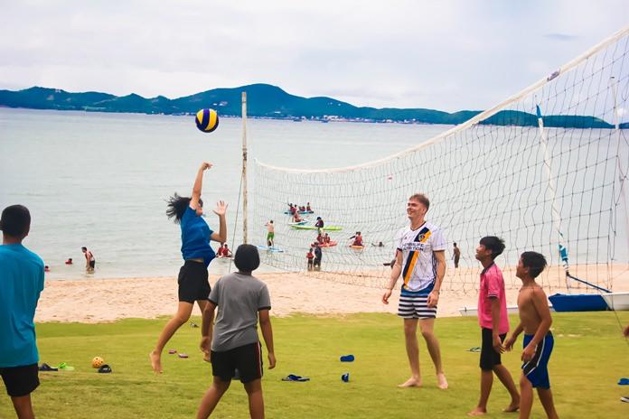 เด็กๆสนุกกับการเล่นวอลเล่ย์บอล
