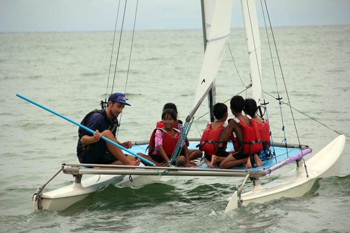 การสอนแล่นเรือใบ