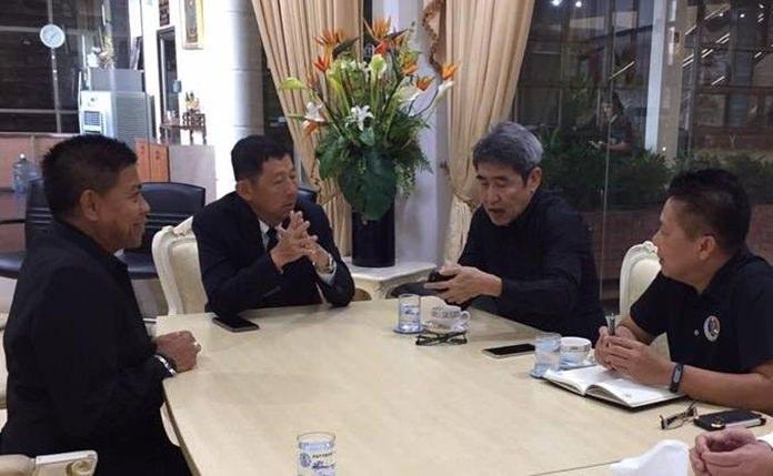 """นายวรวิทย์ ชวนะนันท์ อุปนายกสมาคมกีฬายิงปืนรณยุทธแห่งประเทศไทย พร้อมคณะ ได้เดินทางเข้าพบ พล.ต.ต.อนันต์ เจริญชาศรี นายกเมืองพัทยา  เตรียมจัดการแข่งขันยิงปืนแบบรณยุทธ นานาชาติ""""Asia Pacific Extreme Open 2017"""