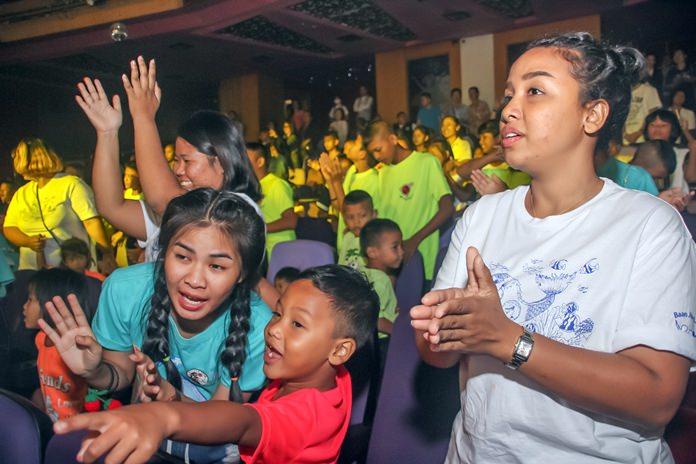 เด็กๆในการดูแลของมูลนิธิบ้านจริงใจเกือบ 80 คน มีความสุขและรอยยิ้มกับกิจกรรมครั้งนี้อย่างมาก