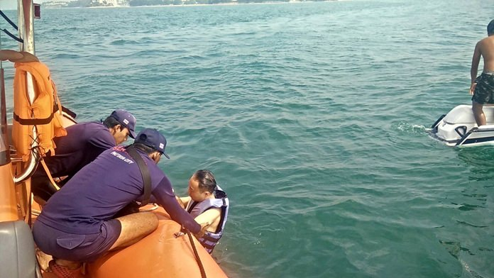 เจ้าหน้าที่หน่วยป้องกันภัยพิบัติทางทะเล ฮีโร่ช่วยชีวิตสองหนุ่มเกาหลีได้ปลอดภัย หลังจากร่อนเจ็ตสกีเสียหลักคว่ำกลางทะเล