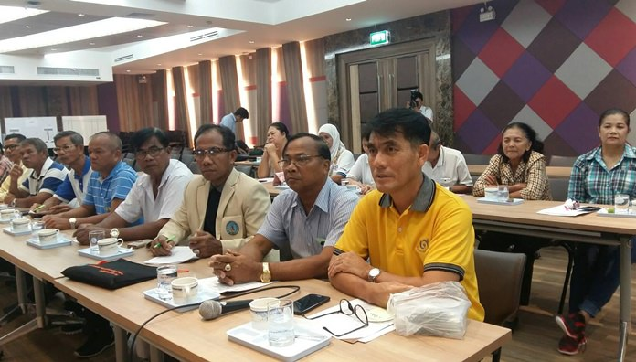 ประธานชุมชนทั้ง 42 ชุมชน และผู้ที่เกี่ยวข้อง เข้าร่วมประชุม