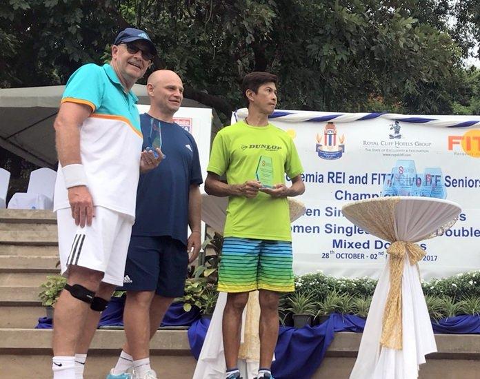 (จากซ้ายไปขวา) Robert Mc Guigan and Nattawee Sucandharuna คว้าถ้วยรางวัลประเภทชายคู่ 55 ปี โดยเอาชนะ Ian Jarman (AUS) และ Richard Meyrick (AUS) ด้วยสกอร์ 6-4, 6-3 ซึงเป็นคนไทยคนเดียวที่สามารถคว้าชัยชนะในการแข่งขัน ITF Seniors Championship Pattaya 2017 ในครั้งนี้ได้
