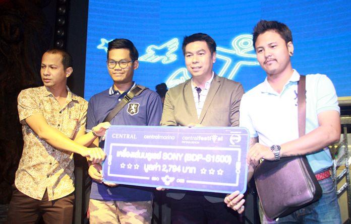 ผู้สื่อข่าว 3 ท่าน ได้รับรางวัลเครื่องเล่นบลูเรย์ SONY