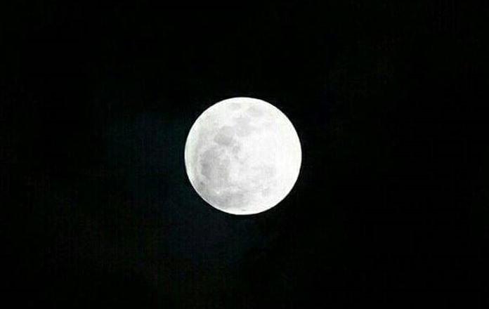 """ปรากฏการณ์ """"ซูเปอร์ฟูลมูน""""ดวงจันทร์เต็มดวงปกติ ประมาณ 6.3 เปอร์เซนต์ สามารถสังเกตเห็นได้ตั้งแต่ช่วงเวลา 17.50 น. ของวันที่ 3  ธันวาคม ที่ผ่านมา"""