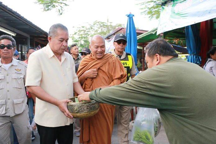 หลวงพ่ออลงกต วัดพระบาทน้ำพุ จังหวัดลพบุรี ร่วมกับเทศบาลเมืองหนองปรือ จัดงานทอดผ้าป่ามหากุศล โดยการลงพื้นที่รับบริจาคจากประชาชนผู้ใจบุญ ในเขตเทศบาลเมืองหนองปรือ เพื่อสร้างที่พักสำหรับผู้ป่วยโรคเอดส์ที่ยากไร้