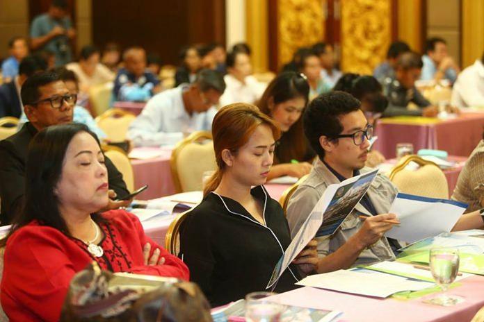 ผู้แทนจากหน่วยงานต่างๆ ประกอบด้วย องค์การบริหารการพัฒนาพื้นที่พิเศษเพื่อการท่องเที่ยวอย่างยั่งยืน สภ.เมืองพัทยา ภาคีเครือข่ายภาคเอกชน - ภาคประชาชน และผู้ที่สนใจ เข้าร่วมรับฟังเป็นจำนวนมาก