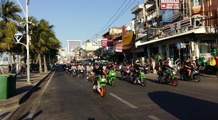 ขนวนรถจักรยานยนต์วินเทจ วิ่งไปตามถนนเลียบชายหาดพัทยา เข้าสู่ถนนพัทยาสาย 2 และวนกลับมายังที่เดิม เพื่อร่วมรณรงค์ขับขี่ปลอดภัย