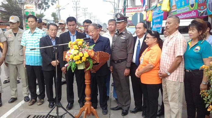ดร.มาย ไชยนิตย์ นายกเทศมนตรีเมืองหนองปรือ เป็นประธานเปิดโครงการจัดวินัยจราจรป้องกันและลดอุบัติเหตุทางถนนช่วงเทศกาลปีใหม่ 2561 โดยมี คณะผู้บริหาร สมาชิกสภาเทศบาล หัวหน้าส่วนราชการ เข้าร่วม ที่บริเวณสี่แยกเฉลิมพระเกียรติ ซอยสยามคันทรีคลับ