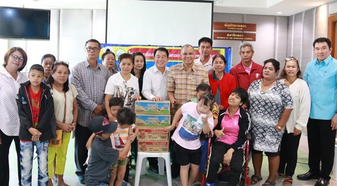 นายสุวัจ รชตวัฒนกุล รองนายกเทศมนตรีเมืองหนองปรือ เป็นประธานเปิดการประชุมโครงการส่งเสริมการดื่มนมเพื่อสุขภาพเด็กพิเศษ