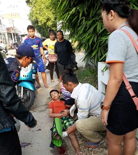 ช่วงที่ผ่านมา มีเด็กเดินข้ามถนนกับยาย บริเวณสี่แยกกลางซอยนกเขา โดยเด็กถูกรถจักยานยนต์ชนจนขาหัก เนื่องจากซอยดังกล่าวมีรถที่วิ่งสัญจรไปมาด้วยความเร็วจำนวนมาก ทั้งที่เป็นแหล่งชุมชน