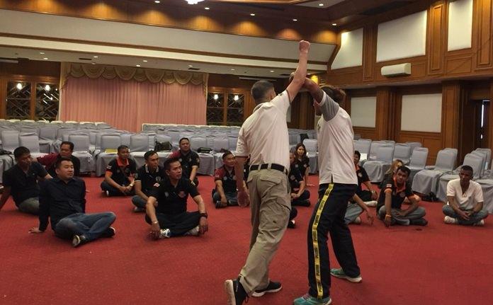 ในการอบรม มีการสอนศิลปะการป้องกันตัวให้แก่ อาสาสมัคร รวมทั้งการช่วยเหลือ นทท.ในสถานการณ์คับขัน ให้คำนึงถึงความปลอดภัยของนักท่องเที่ยวเป็นหลัก