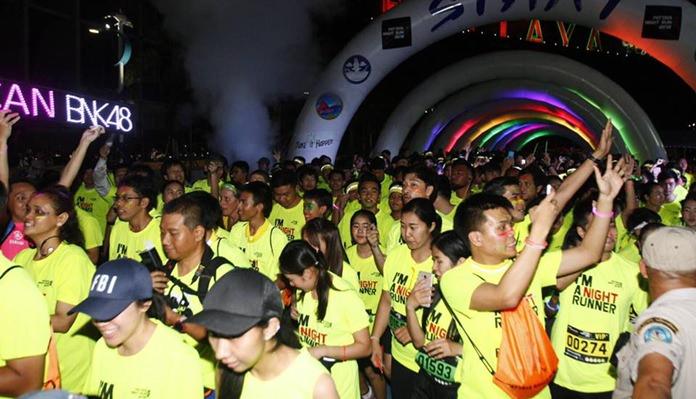 ปล่อยตัวนักกีฬา นักวิ่ง มากกว่า 3,000 คน เปิดประสบการณ์ใหม่ให้นักวิ่งได้สนุกเพลิดเพลินไปกับวิวพัทยายามค่ำคืนที่สวยงามในระยะทาง 5 กิโลเมตร