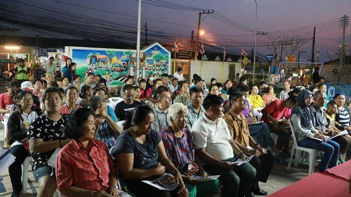 ประชาชนในชุมชนเขาตาโล 1 - 2 เข้าร่วมการประชุมและเสนอแนะปัญหาด้านต่างๆ