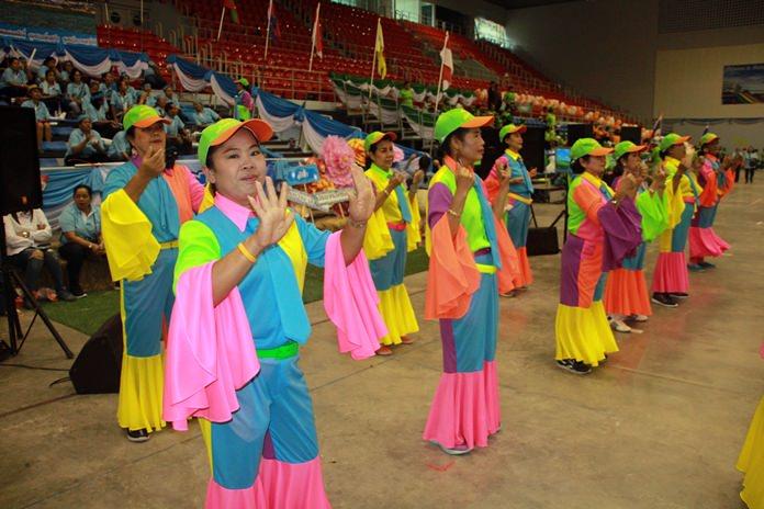 ประเภทขบวนพาเหรด ชนะเลิศ-ประเภทเชียร์ลีดเดอร์ ชนะเลิศ ได้แก่ สีฟ้า นำทีมโดยชุมชนซอย 6 ยศศักดิ์, ชุมชนหนองอ้อ, ชุมชนอรุโณทัย