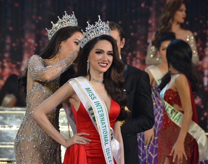 Miss International queen 2017 สวมมงกุฎ  Miss International queen 2018