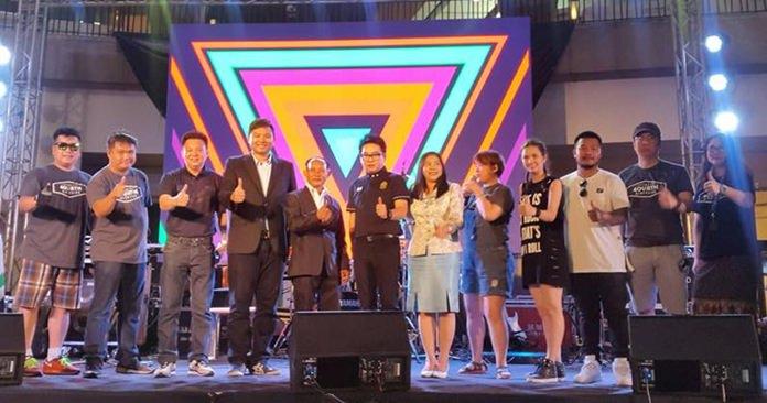นายรัตนชัย สุทธิเดชานัย อุปนายก สมาคมนักธุรกิจและการท่องเที่ยว เมืองพัทยา เป็นประธานเปิดงาน Pattaya International Gospel Music Festival 2018 โดยมี นางอรวรา กรพินธ์ ผอ.สำนักส่งเสริมการท่องเที่ยวเมืองพัทยา ศิลปิน และตัวแทนภาคส่วนเกี่ยวข้อง เข้าร่วมเปิดงาน