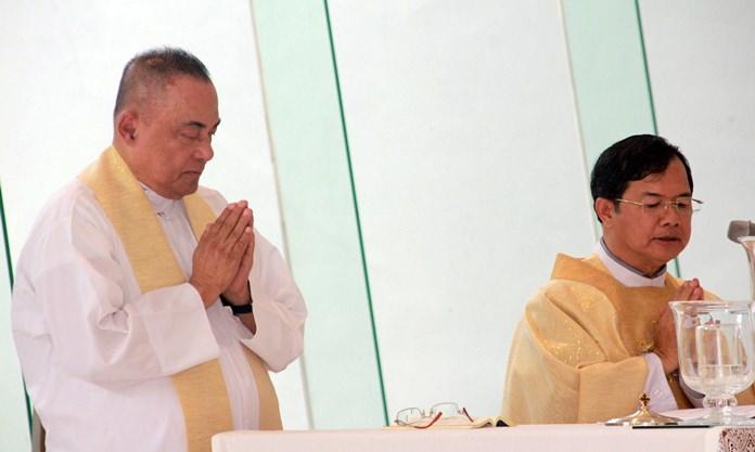 บาทหลวง ดร.พิชาญ ใจเสรี ประธานมูลนิธิพระมหาไถ่เพื่อการพัฒนาคนพิการ เป็นประธานในการทำพิธีสวดมนต์ภาวนาขอพรพระเจ้า และให้การต้อนรับ คุณพ่อคอร์ซี่ เลอแกซปี้สงฆ์ชาวฟิลิปปินส์ ผู้วิงวอนพระพรสวรรค์ เพื่อการรักษาโรคให้ประชาชนฟรี