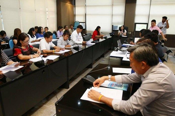 เมืองพัทยา เชิญคนออเจ้า แต่งกายผ้าไทยเที่ยว งานประเพณีกองข้าวเมืองพัทยา ณ วัดหนองใหญ่และสวนสาธารณะลานโพธิ์นาเกลือ 20 เมษายน 61 พร้อมสนุกไปกับการแข่งขันและการละเล่นพื้นบ้าน เพลิดเพลินไปกับการแสดงศิลปวัฒนธรรมก่อเจดีย์ทราย และคอนเสิร์ตจากศิลปินลูกทุ่งชื่อดัง