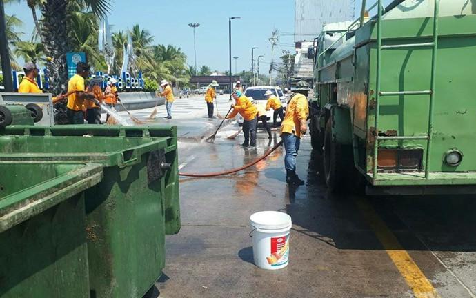 สำนักสิ่งแวดล้อม ดำเนินการเก็บกวาด ฉีดล้างถนน ทำความสะอาดในพื้นที่โดยรอบของเมืองพัทยา ให้สะอาด น่ามอง ถูกสุขอนามัย รับนักท่องเที่ยวเทศกาลสงกรานต์และวันไหล พัทยา