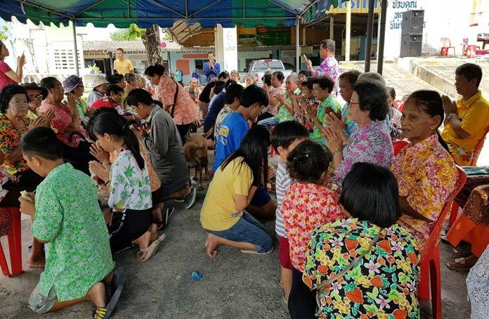 ชุมชนหนองสมอจัดงานประเพณีรดน้ำดำหัวผู้สูงอายุ เนื่องในประเพณีสงกรานต์ เพื่อให้ประชาชนและเยาวชน ได้ร่วมสืบสานขนบธรรมเนียมประเพณีไทย