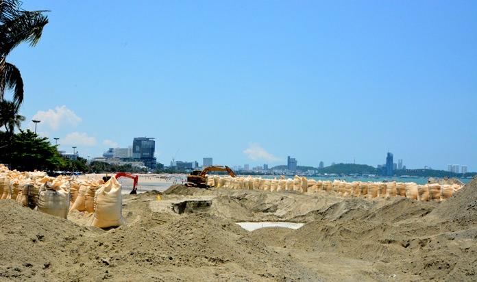 เมืองพัทยา เผยโครงการเสริมทรายชายหาดพัทยาเหนือ  คาดสิงหาคม 61 นี้ แล้วเสร็จ นักท่องเที่ยวมีพื้นที่แนวชายหาดใช้สอยเพิ่มขึ้น ผู้ประกอบการร่มเตียง สามารถประกอบกิจการ ตามกฎระเบียบที่บังคับใช้ ได้อย่างแน่นอน