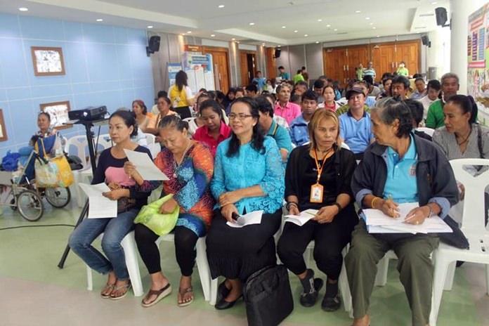 นางปัทมา ชาญเชี่ยว ผู้อำนวยการ กองสวัสดิการสังคม เทศบาลเมืองหนองปรือ พร้อมด้วยเจ้าหน้าที่ ติดตามประเมินผลคนพิการที่ได้รับทุนสนับสนุน จำนวน 87 ราย ให้นำเงินที่ได้ไปใช้ ให้เกิดประโยชน์สูงสุด ตามวัตถุประสงค์